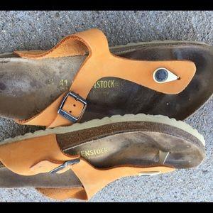 Birkenstock sz 41 tan thong toe sandals great